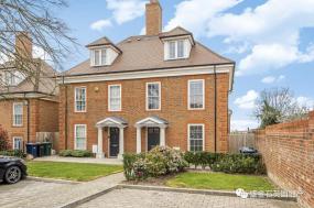 """英国别墅挂牌量显著下滑 房产市场正在""""沸腾"""""""